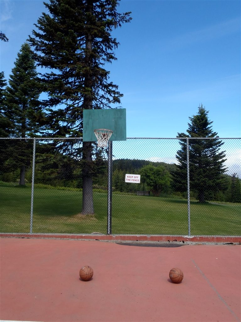 Outdoor Tennis and Basketball Courts- Amenities at Cooper Spur